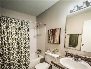 Autumn Woods - Apartment in Mobile, AL
